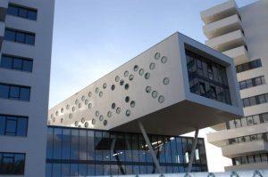 Proyecto Stack en Breda, Países Bajos, con fachada exterior  en DuPont™ Corian®; proyectado por el arquitecto Marius van den Wildenberg; imagen cedida por el estudio de Marius van den Wildenberg, todos los derechos reservados.