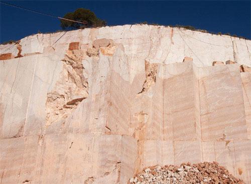 Cantera Rojo Alicante de Romanense.