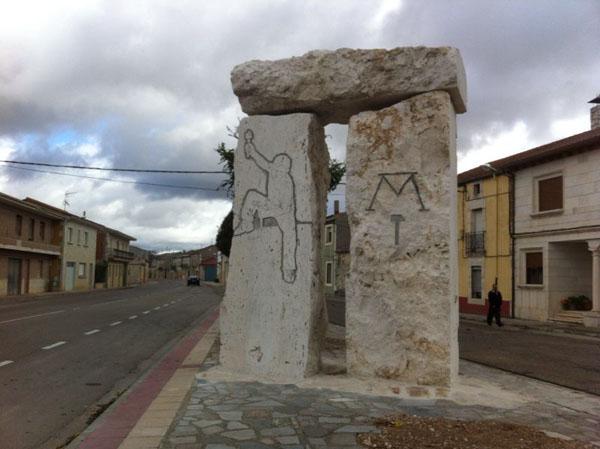 dolmen colocado y tallado