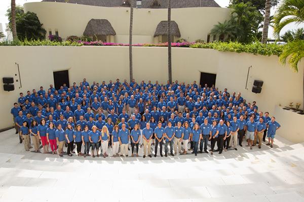 Grupo de participantes en Cosentino 100 en Puerto Vallarta(Mejico)