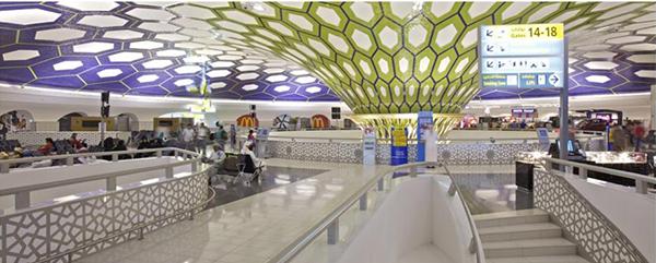 Compac en aeropuerto Abudhabi