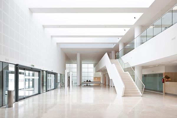 Estudios de arquitectura de renombre cuentan su experiencia con la piedra natural de levantina - Hospital nueva fe valencia ...
