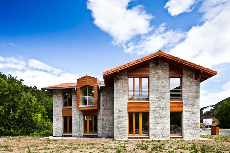 Oportunidades de la piedra natural en la bioconstruccion y for Casas con piedras en la fachada