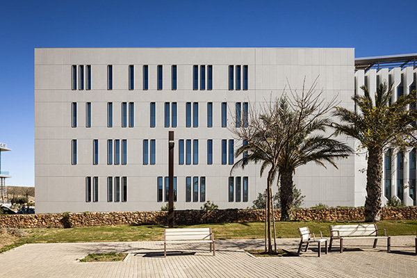 Fachada edificio Cajamar_Dekton Sirocco 1