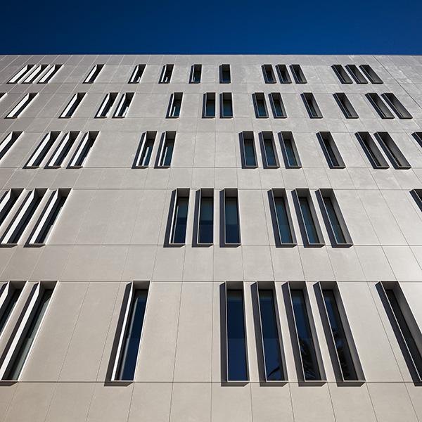Cosentino muestra la instalaci n de la fachada ventilada - Soleria exterior ...
