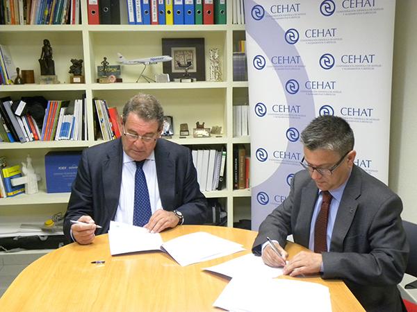 Juan Molas_Presidente de CEHAT (izqda) & Santiago Alfonso_Director de Comunicación y Marketing de Grupo Cosentino (drcha) 2