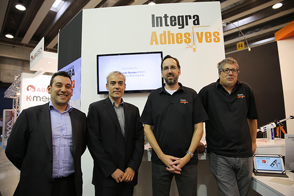 De izda a drcha: Raúl Barrionuevo y Marcos Barrionuevo, de Insemac y Jean Poisson y Paul Den Hollander de Integra Adhesives