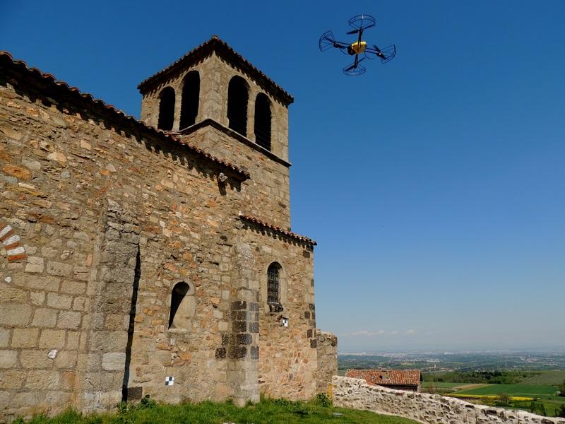 dron en edificio