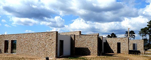 Vivienda en portugal revestida con los paneles premontados - Paneles piedra natural ...