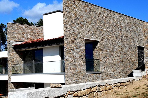 Vivienda en portugal revestida con los paneles premontados - Paneles de piedra natural ...