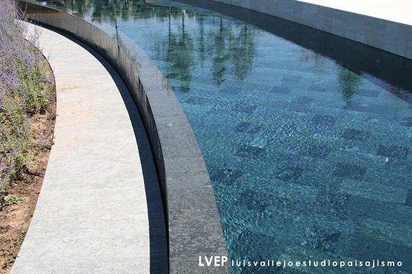 piscina piedra Luis Vallejo