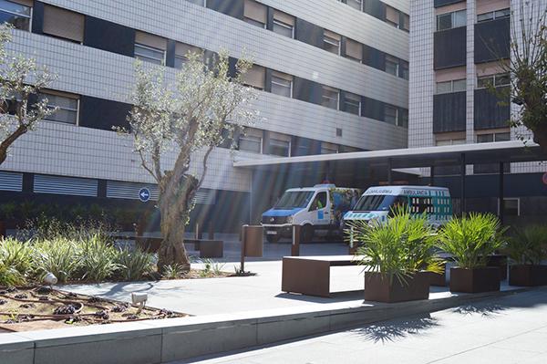 El granito Negro Villar en la remodelación del acceso a la Clínica ... ac93d19d6b25