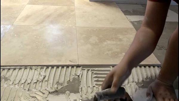 colocación suelo marmol