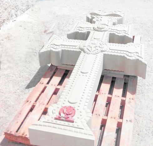 cruz caravaca talla de n piedra Bateig