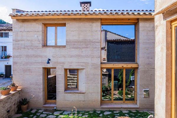 Casa fachada arenisca vernacular-terra-awards-frontal