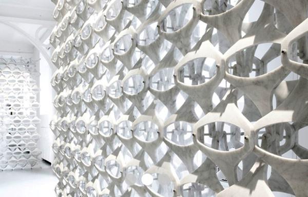 parete-traforata-marblelace-di-patricia-urquiola-2010-per-budri