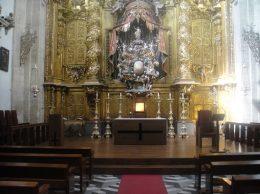 altar_y_presbiterio_de_la_capilla_catedral_de_segovia