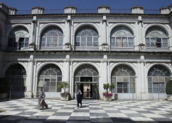fachada-obliga-Hispalense-restaurar-ajedrez-angel garcia