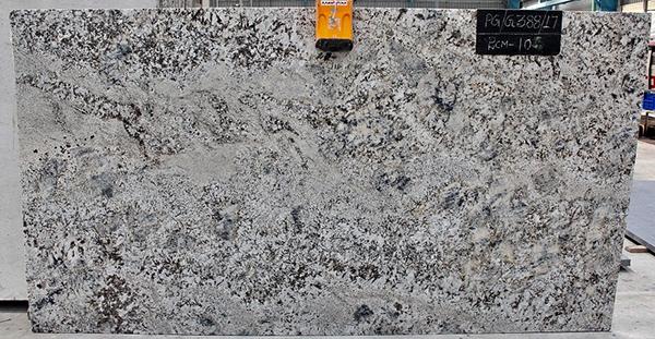 Esher prioriza mantener un stock de m2 del granito indio premium black for Granito brasileno