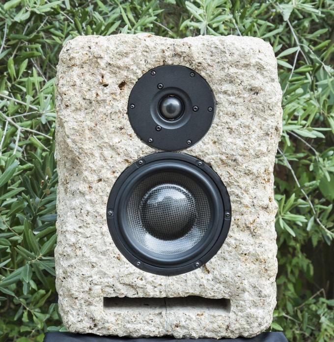 altavoz piedra