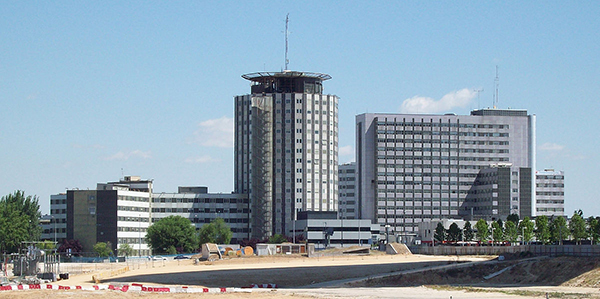1200px-Hospital_Universitario_La_Paz_(Madrid)_01