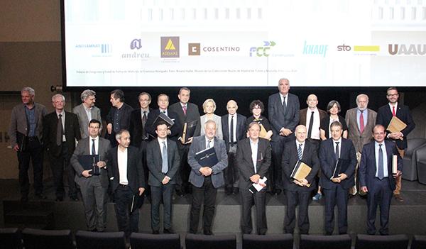Foto familia premiados_Acto Premios PAE y PUE_Wanda (b)