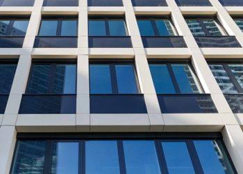 revestimiento-de-fachada-para-centro-comercial-vista-desde-abajo