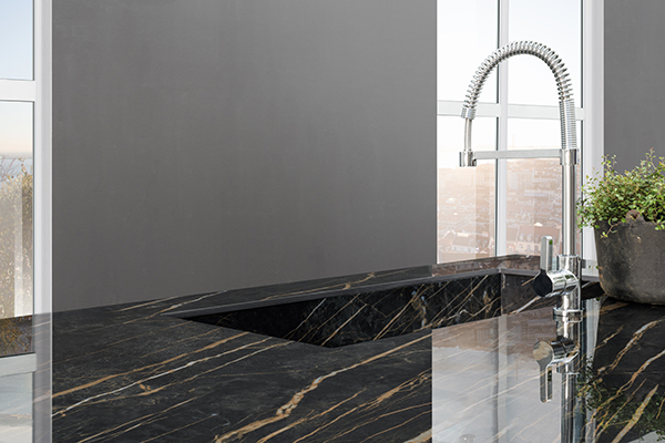 I Naturali_Noir Desir Lucidato_1620x3240x12mm_Kitchen top