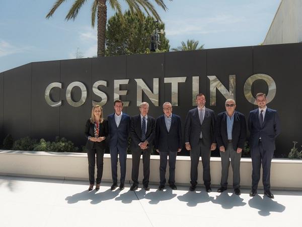 Rogelio Velasco visita la sede de Grupo Cosentino