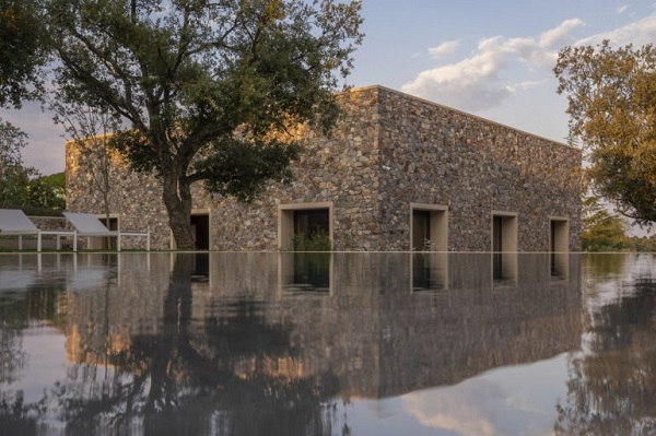 Emilio-Tunon-Casa-de-piedra-en-Caceres-FILEminimizer-770x513