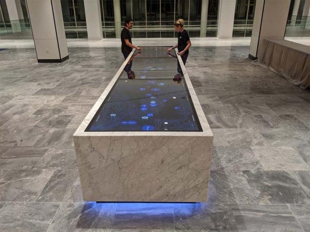 Ideum-mesa-tactil-de-marmol-4-605x454