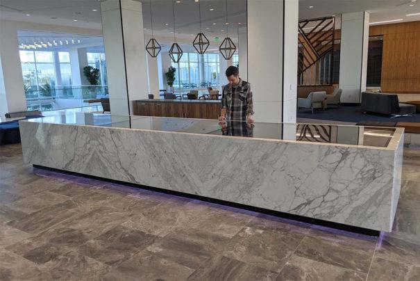 Ideum-mesa-tactil-de-marmol-605x404