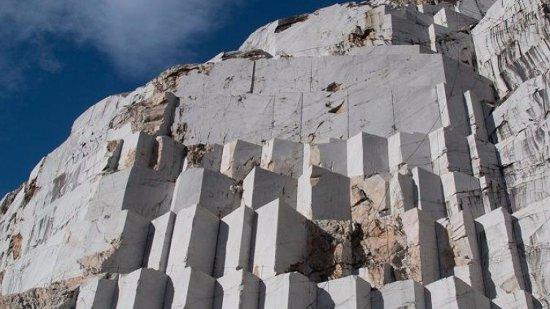 cantera de marmol carrara