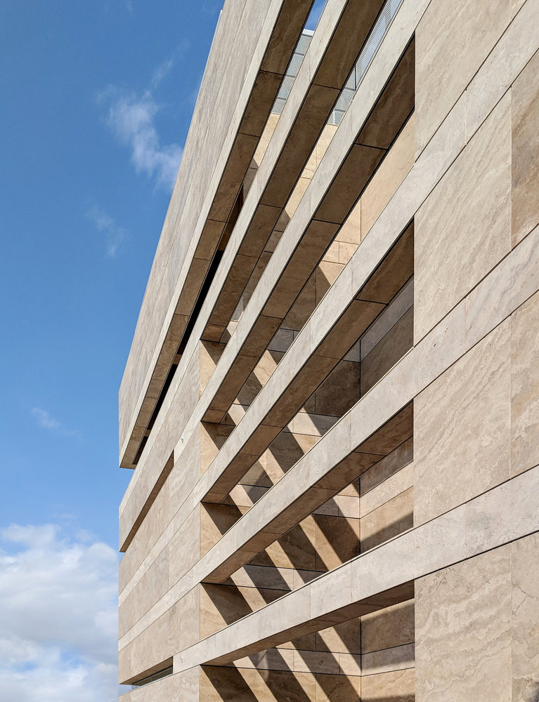 fachada caliza 2Christophoros Doulgeris